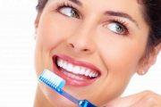 أسباب إصفرار الأسنان وطرق تبييضها طبيعيا