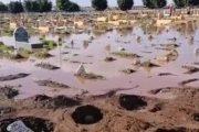 غرق القبور يضاعف الغضب ضد مسؤولي البيضاء.. ومطالب بحماية حرمة الأموات