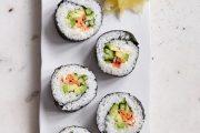 طريقة سهلة لتحضير السوشي الياباني بالفواكه
