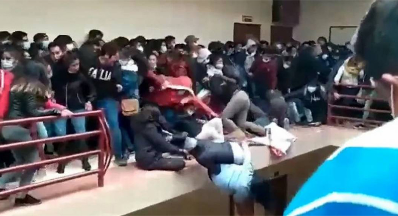 بوليفيا: فيديو يوثّق لحظة سقوط طلبة من الطابق الرابع
