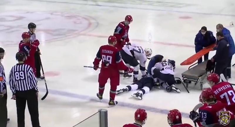 قرص هوكي يقتل لاعبا روسيا (فيديو)