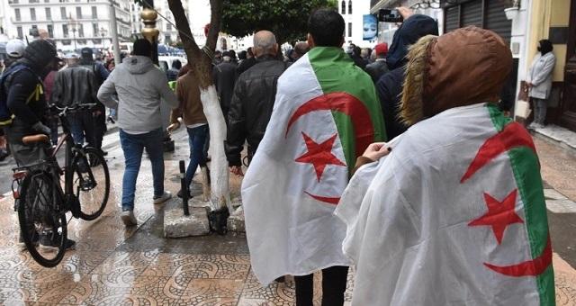 الجزائر.. ائتلاف يندد بقمع السلطات للحراك الشعبي