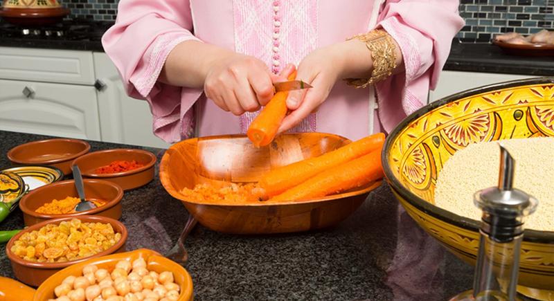 شيخ سعودي: المرأة التي تعد الطبخ في رمضان أكثر أجرًا من قراءة القرآن