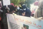 عاملات الفراولة يحتجن عن إقصائهن من السفر لإسبانيا للعمل في حقول ويلبا
