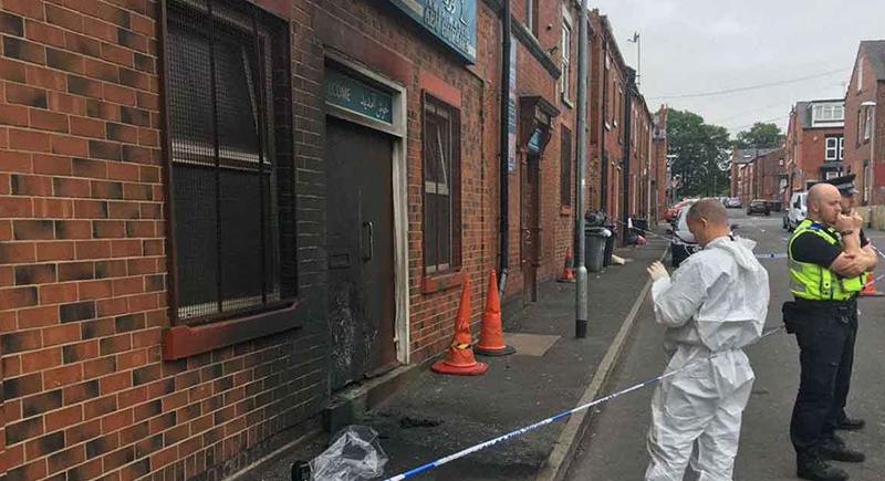 لندن: الإعتداء على مسجد بالبيض والحجارة