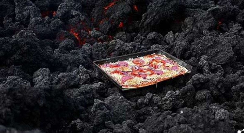بيتزا على الحمم البركانية.. أحدث طرق الطهي لجذب السياج في جواتيمالا