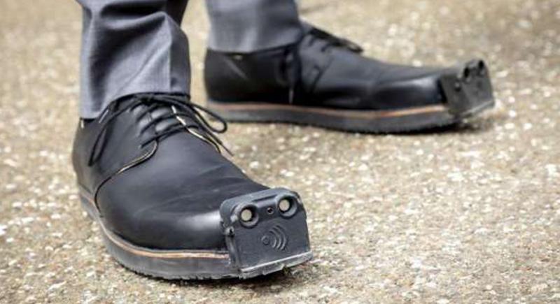 حذاء ذكي لمساعدة فاقدي البصر بدلا عن عصا المشي