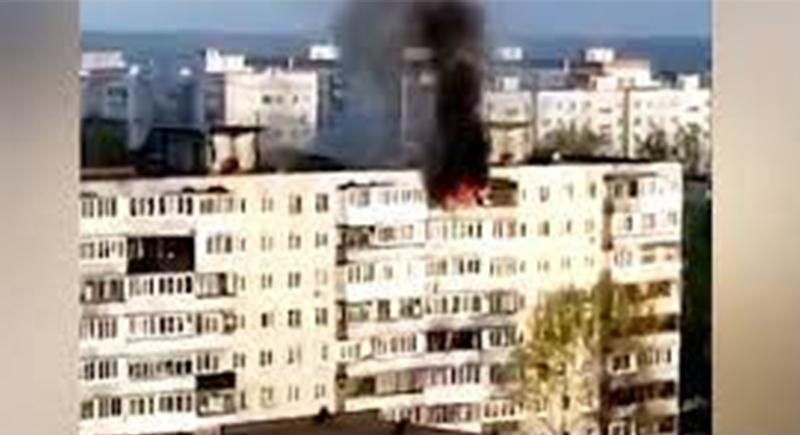 فتاتان تقفزان من الطابق التاسع هربا من حريق بمسكنهما (فيديو)