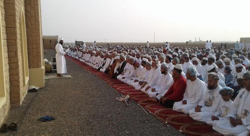 دولة عربية تمنع صلاة العيد