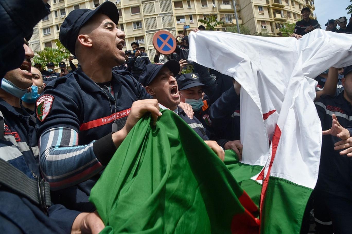 الداخلية الجزائرية توقف 230 إطفائيا عن العمل لمشاركتهم في مظاهرة