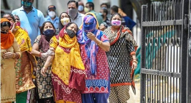 كورونا عبر العالم.. الإصابات تتجاوز 239 مليونا وأكثر من 100 مليون شخص على هاوية الفقر بسبب الجائحة