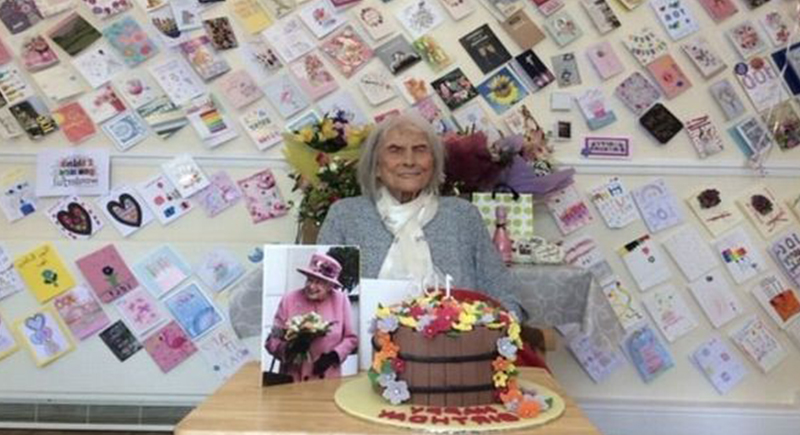 بريطانية تحتفل بميلادها الـ107.. وتكشف سر طول عمرها!