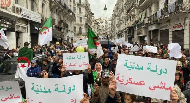 الجزائر.. النظام العسكري يواجه معارضيه بمصادرة أموالهم وممتلكاتهم ومنعهم من السفر