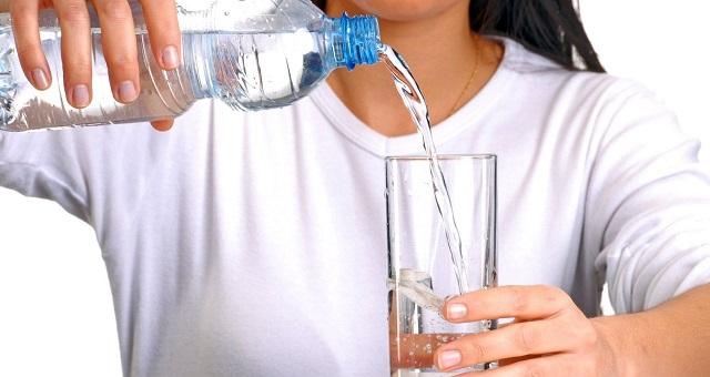 8 فوائد ذهبية للإكثار من شرب الماء خلال فصل الصيف