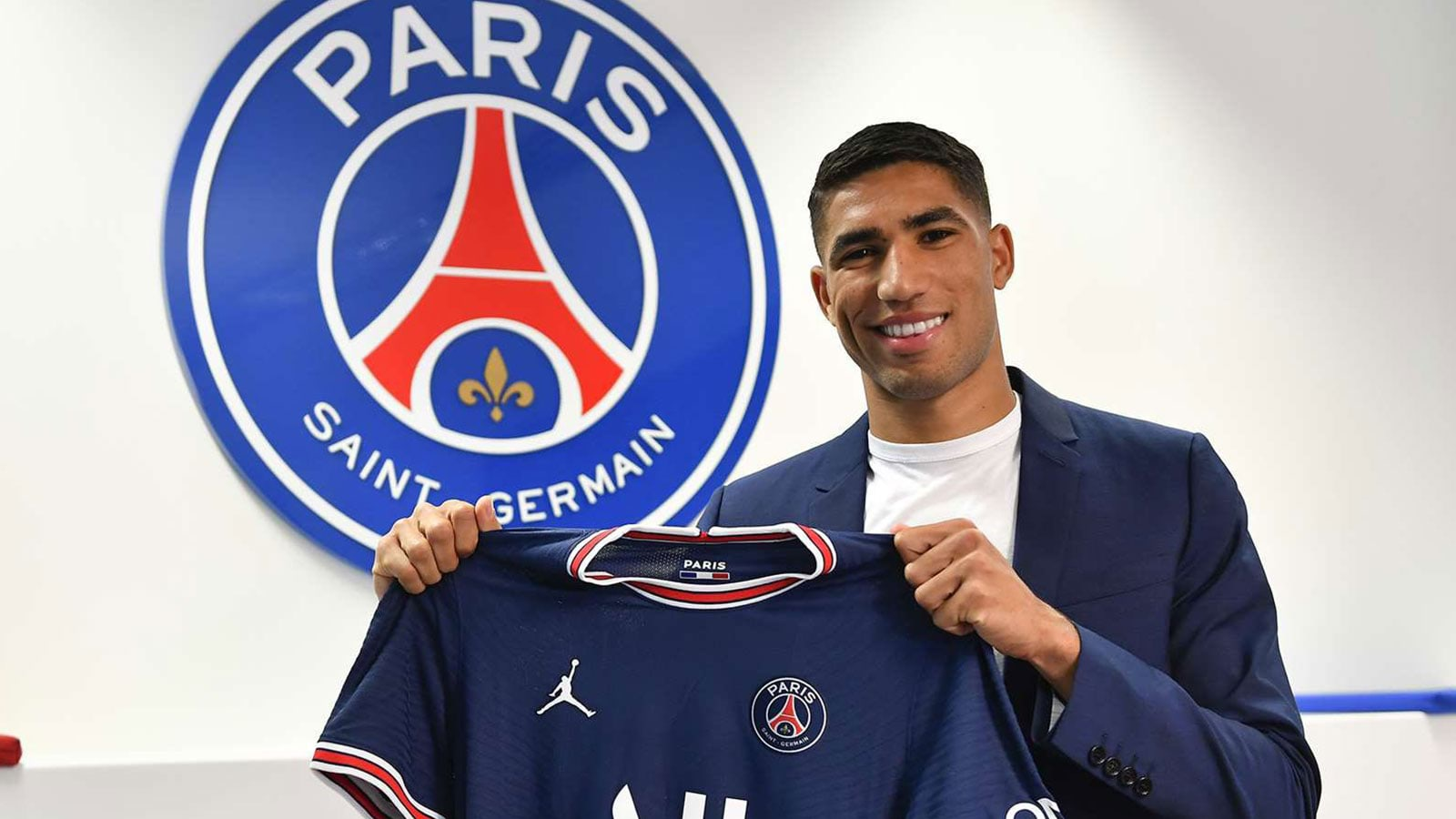 بعد تألقه.. حكيمي يلقى إشادة جماهير باريس سان جيرمان