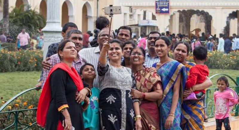 وزيرة هندية تفرض رسومًا لمن يلتقط