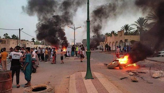 الجزائر.. منظمة تستنكر صمت السلطات إزاء المواجهات بين متظاهرين والشرطة بالجنوب الشرقي