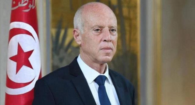 الرئيس التونسي يعفي رئيس الحكومة ويجمد عمل البرلمان