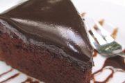 كيك بصوص الشوكولاتة سهل وسريع التحضير