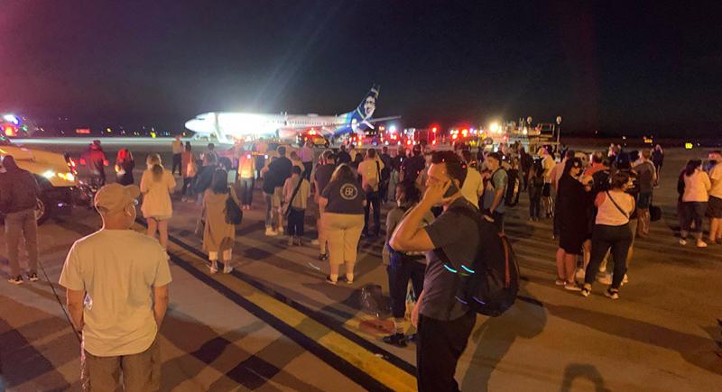أمريكا: إجلاء 128 راكبا من طائرة بسبب هاتف محمول