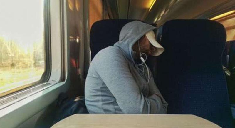 وجد نفسه تائها.. شاب ينام في القطار ليستيقظ في دولة أخرى