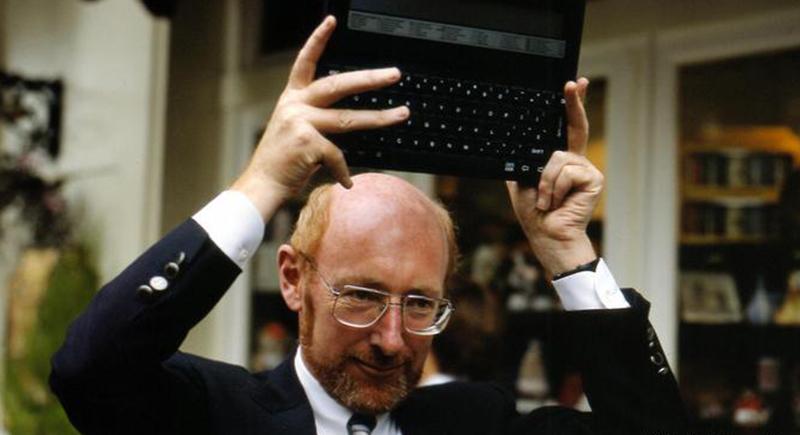 بعد معاناة مع السرطان.. وفاة كلايف سنكلير مخترع الآلة الحاسبة الجيب