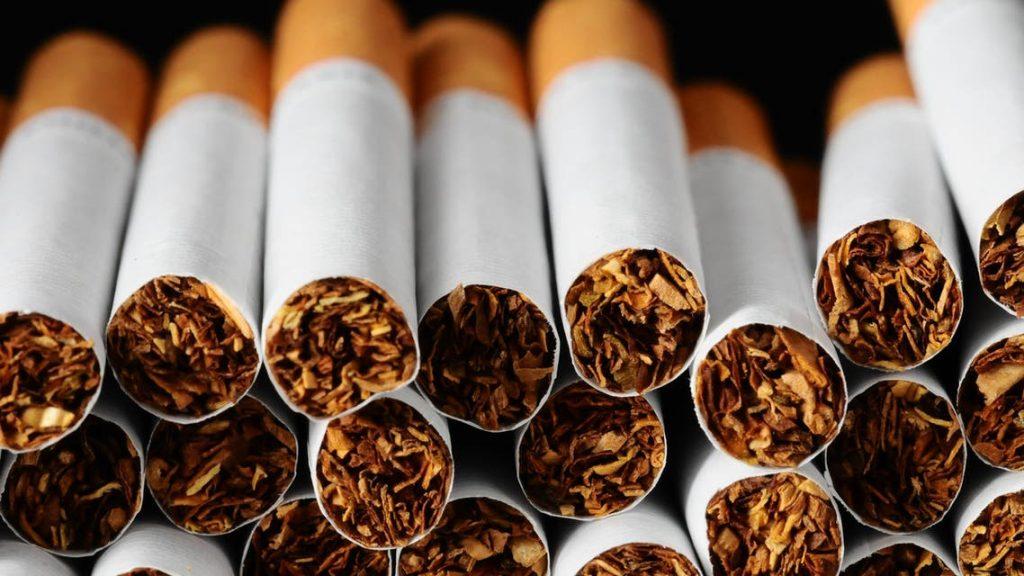 الحكومة تصادق على مشروع مرسوم يحدد نسبة القطران والنيكوتين في السجائر