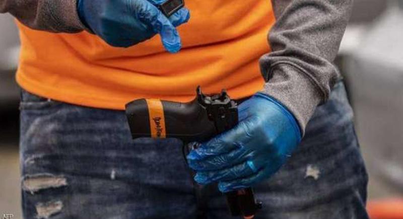 كيف يتحول المسدس السينمائي إلى سلاح قاتل على غرار حادثة فيلم «راست»؟